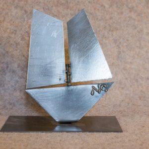 Petite sculpture d'un bateau pour une déco très tendance