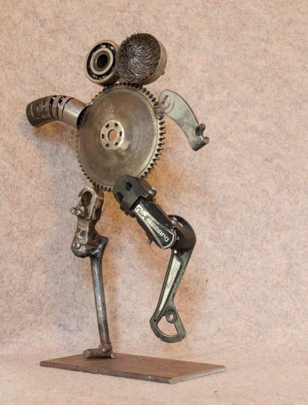 Décorez votre intérieur avec cette figurine en métal recyclé Faux Cils