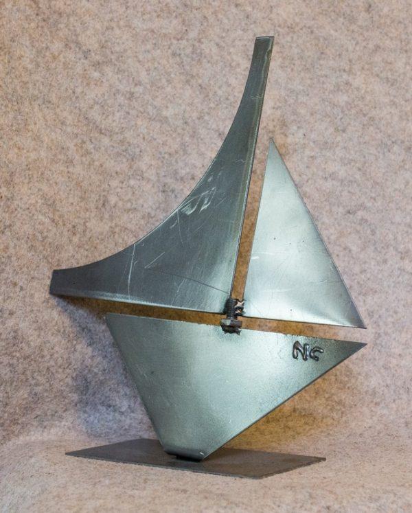 Petit bateau de décoration d'intérieur - vue de côté