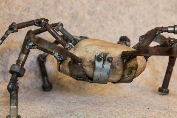 Ce crabe moyen fait partie de mes sculptures animalières