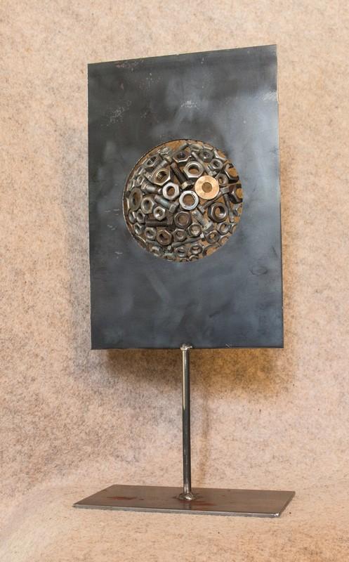 Décorez votre intérieur avec cette petite sculpture unique en métal recyclé que j'ai appelée 'De l'autre côté du miroir'- dos