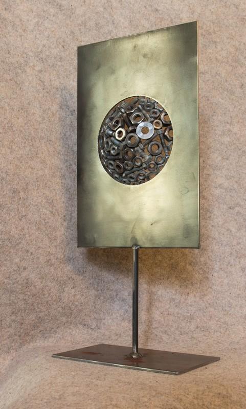 Décorez votre intérieur avec cette petite sculpture unique en métal recyclé que j'ai appelée 'De l'autre côté du miroir'