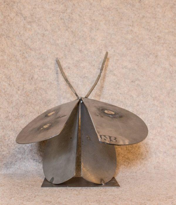 Décorez votre intérieur avec cette luciole en métal recyclé - vue de dos