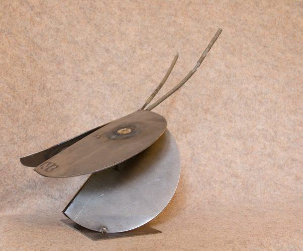 Décorez votre intérieur avec cette luciole en métal recyclé - vue de profil