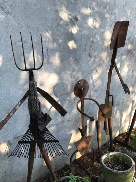 L'art de transformer de vieux outils en sculptures figuratives